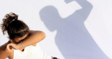 Proiect al MAI: Noile prevederi după care polițiștii trebuie să intervină în cazurile de violenţă domestică