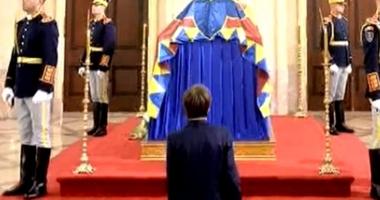 Cine este băiatul care a îngenuncheat la catafalcul Regelui Mihai