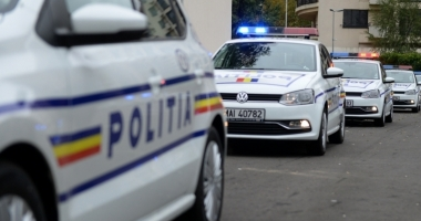 REŢINUŢI DE POLIŢIŞTI PENTRU ŞANTAJ