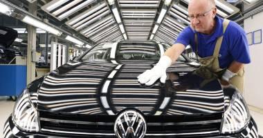 Scandalul Volkswagen / Tăieri masive de personal și investiții