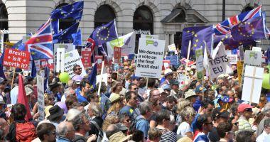 Londra: Zecii de mii de oameni cer un nou referendum privind Brexit-ul