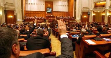 Proiectul care prevede ca indemnizaţia de creştere pentru al doilea copil să nu scadă, adoptat de Parlament