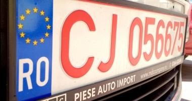 Vrei să ieşi din România cu o maşină cu numere roşii?  Iată ce trebuie să ştii