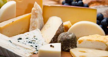 Vreți să preveniți cancerul la ficat? Mâncați brânză!