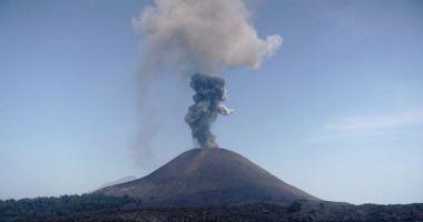 Nivel de alertă vulcanică, ridicat în Indonezia, după o serie nouă de erupţii