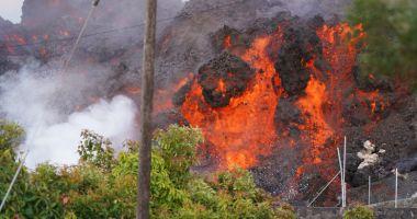 Vulcanul de pe insula spaniolă La Palma a început sa expulzeze din nou lavă și fum