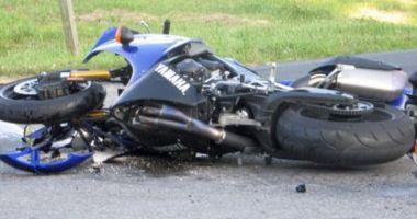 Accident cumplit! Un motociclist a fost spulberat de o maşină. Tânărul a decedat!