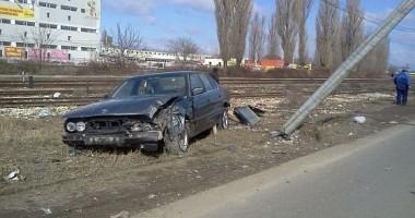 VIDEO INCREDIBIL la Constanţa /Şoferul unui BMW urmărit de Poliţie a intrat într-un stâlp (VIDEO)
