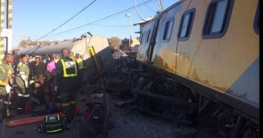 Două trenuri s-au ciocnit frontal. Peste 200 de răniți