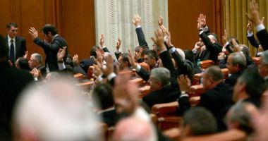 Pensiile speciale ale primarilor, contestate la CCR. USR a reușit să strângă numărul necesar de semnături