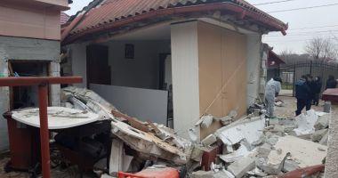 GALERIE FOTO / EXPLOZIE PUTERNICĂ LA NĂVODARI! O casă distrusă, două persoane rănite