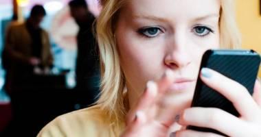 Cum îşi pot achita constănţenii factura la lumină pe telefonul mobil