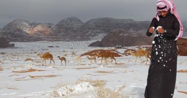 Ninsoare în deşert! Nisipul din Arabia Saudită, acoperit de zăpadă