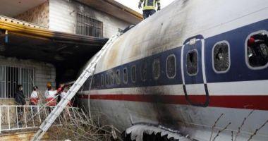 Imagini șocante cu avionul Boeing 707, prăbușit peste o casă