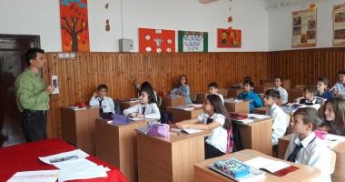 """Ziua Europeană a Limbilor Străine şi Ziua Internaţională a Traducerii, celebrate la Şcoala Gimnazială nr. 18 """"Jean Bart"""" din Constanţa"""