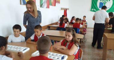 """Ziua Învăţătorului marcată la Şcoala Gimnazială """"Lucian Grigorescu"""""""