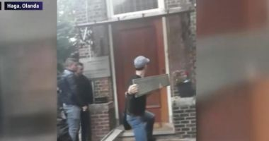 IMAGINILE DISPERĂRII / La Haga, alegătorii români au încercat să spargă ușa secției de votare