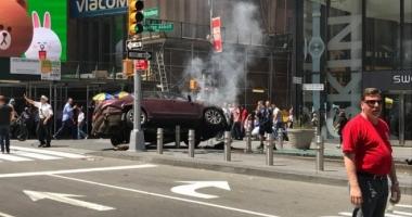 GALERIE FOTO-VIDEO / UPDATE. Două maşini AU INTRAT ÎN PLIN ÎN PIETONI la New York, în Times Square şi Staten Island