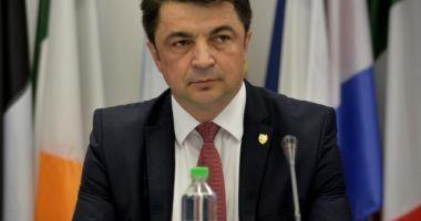 """Ministrul Culturii a gafat în timp ce îl elogia pe Mihai Eminescu: Cel mai mare poet CARE l-a dat România"""""""