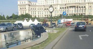 IMAGINEA ZILEI / Un şofer a plonjat cu maşina într-o fântână arteziană