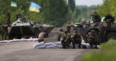Trei soldaţi ucraineni au fost ucişi în estul ţării înainte de reluarea discuţiilor de pace