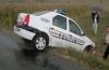 Poliţişti accidentaţi intenţionat de un hoţ de autoturisme